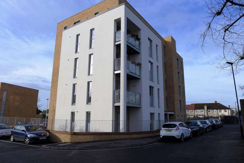 1 Bedroom Flat for sale in Chapman House, Manor Lane, Feltham