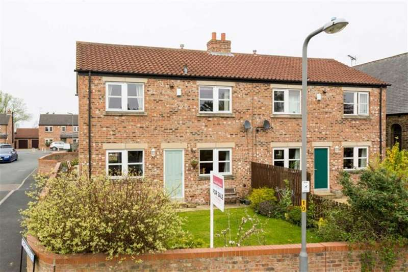 4 Bedrooms Semi Detached House for sale in Chapel Close, Church Fenton, LS24