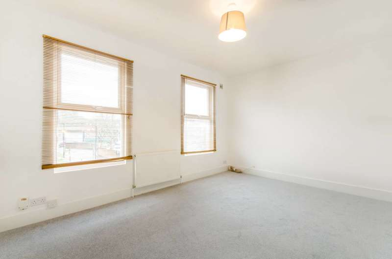 2 Bedrooms Flat for sale in Parkland Road, Wood Green, N22