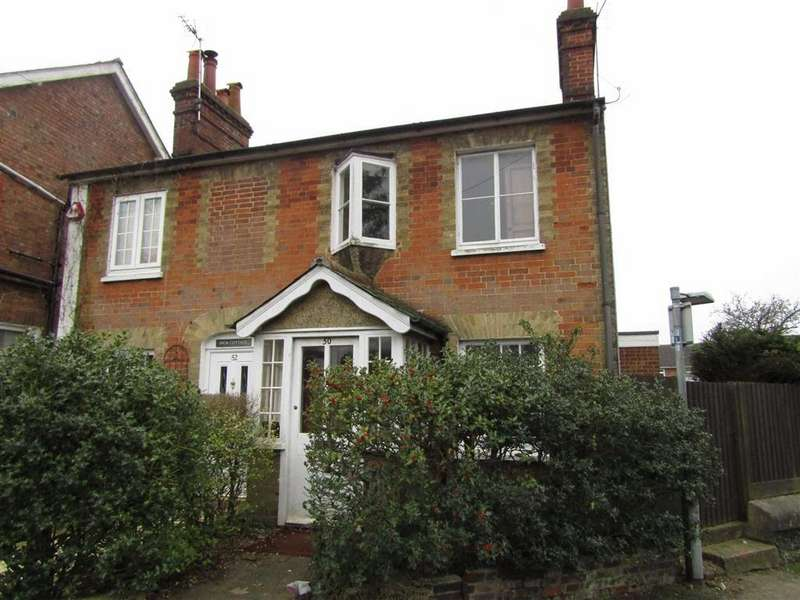 2 Bedrooms Semi Detached House for sale in Hollow Lane, Hitchin, SG4