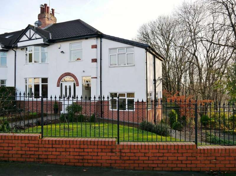 4 Bedrooms Semi Detached House for sale in Outwood Lane, Horsforth