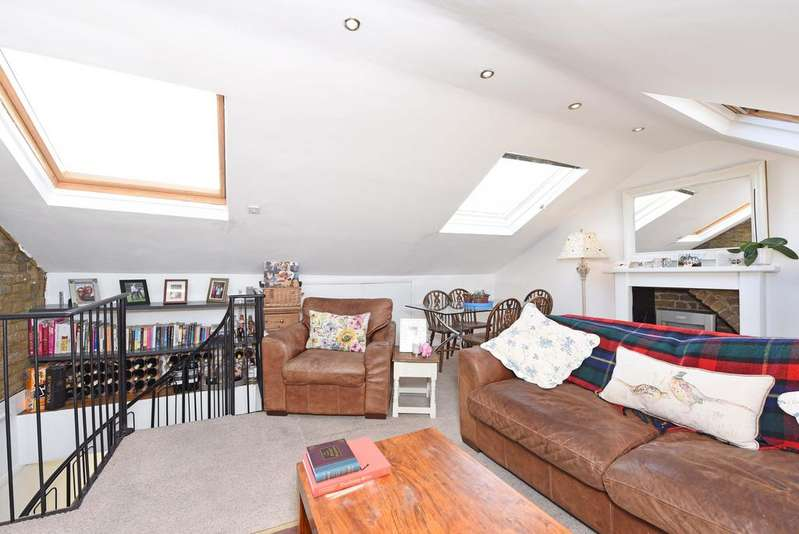 2 Bedrooms Flat for sale in Battersea Rise, SW11