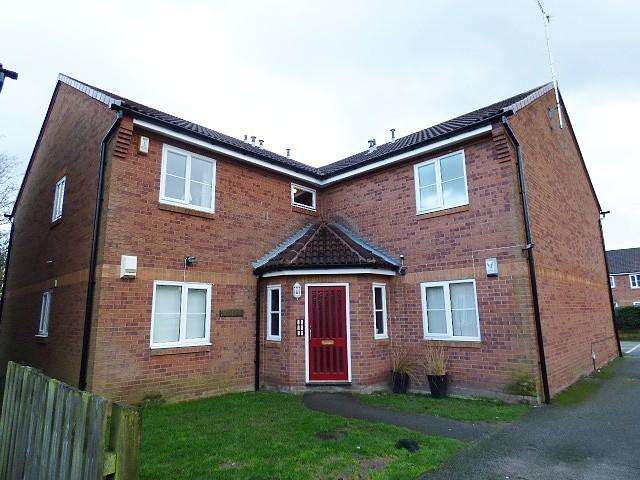 2 Bedrooms Flat for sale in Riverside Close, Warrington