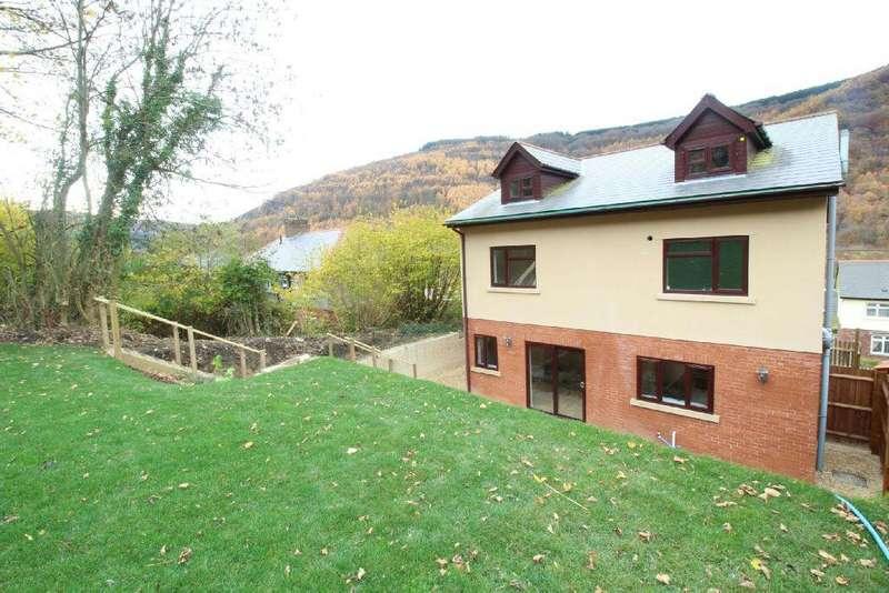 4 Bedrooms Detached House for sale in Garden Suburbs, Pontywaun, Risca , Newport