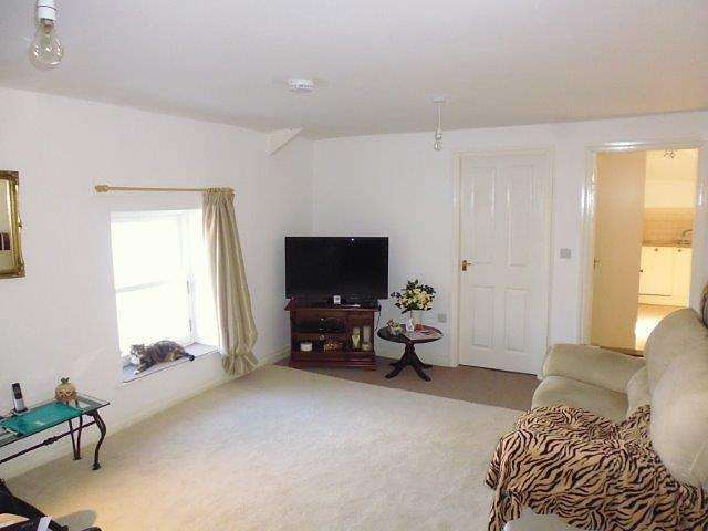 2 Bedrooms Flat for rent in Wortley, Sheffield, S35
