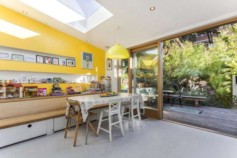 4 Bedrooms Flat for sale in Falkland Road, Kentish Town, London