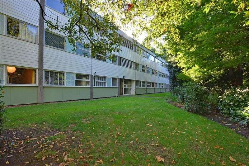 2 Bedrooms Flat for sale in Hallgate, Blackheath, London, SE3