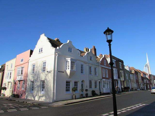 2 Bedrooms House for sale in Lombard Street, Old Portsmouth, PO1