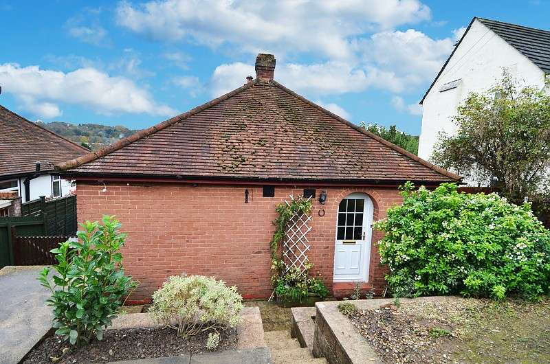 2 Bedrooms Detached Bungalow for sale in Whinneys Road, Loudwater, HP10