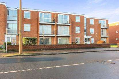 2 Bedrooms Flat for sale in St. Davids Road South, Lytham St. Annes, Lancashire, England, FY8