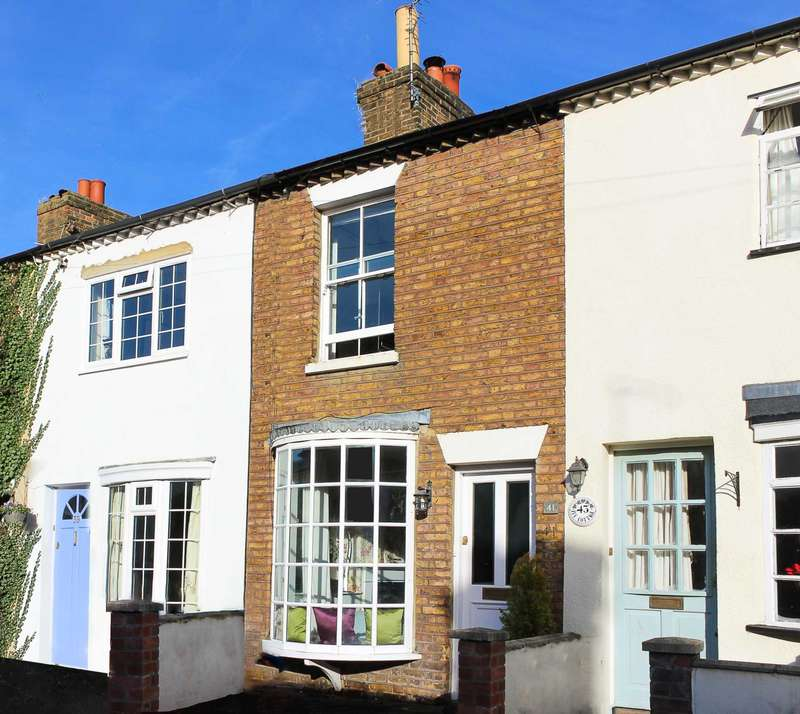 2 Bedrooms Terraced House for sale in Southbank, Thames Ditton