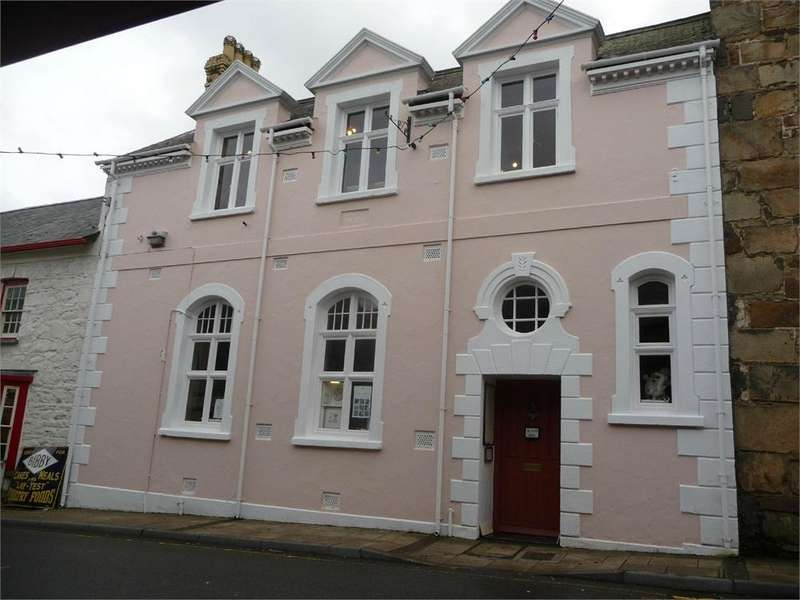 1 Bedroom Terraced House for sale in The Old Sessions House, East Street, Newport, Pembrokeshire