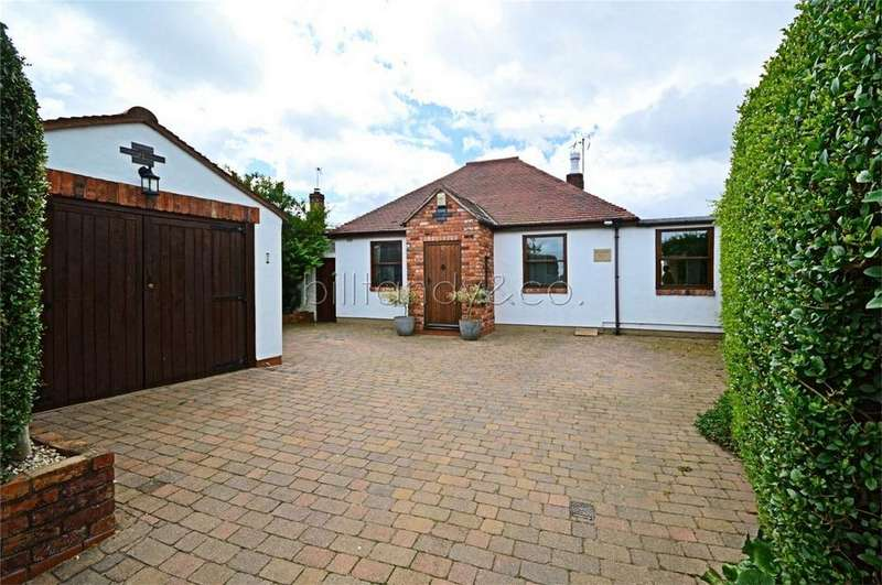3 Bedrooms Detached Bungalow for sale in Coppy Nook Lane, Hammerwich, Staffordshire