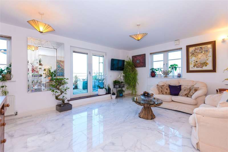 3 Bedrooms Flat for sale in Centurion House, 69 Station Road, Edgware, HA8