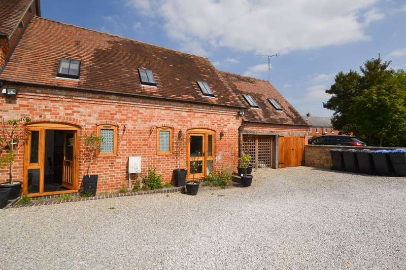 3 Bedrooms Barn Conversion Character Property for sale in Dairy Court Barn, Hillman Way, Ettington