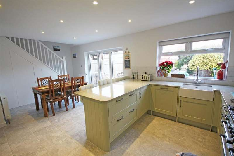 4 Bedrooms Semi Detached Bungalow for sale in Glenfalls Avenue, Patcham, Brighton