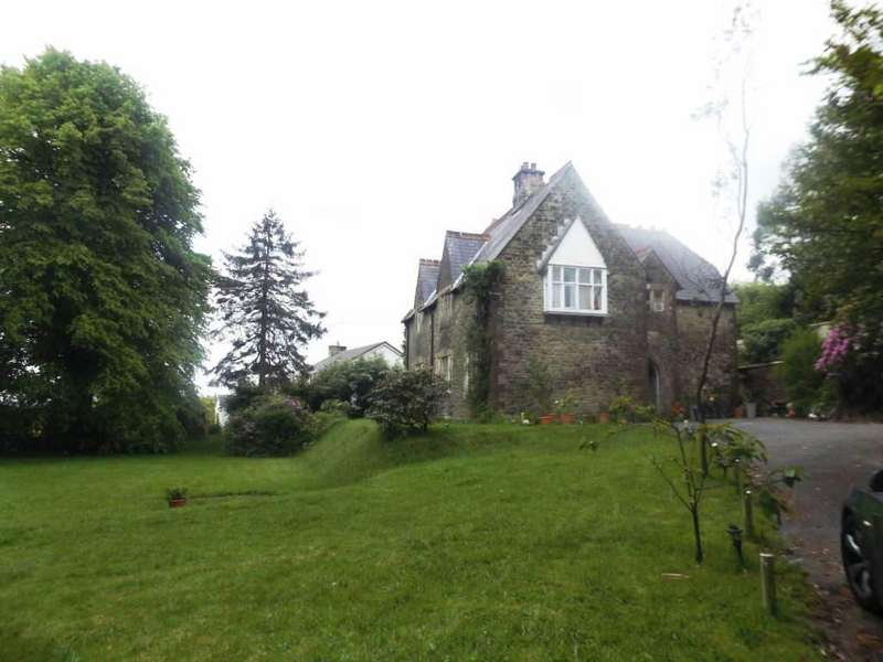 5 Bedrooms Detached House for sale in The Vicarage, Llannon, Carms
