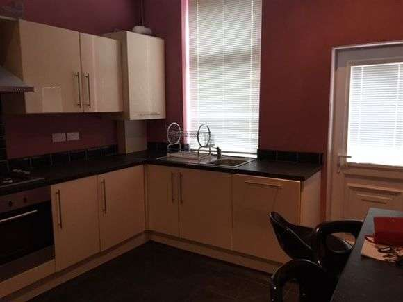 5 Bedrooms Flat for rent in Travis Place, Broomhall, Sheffield