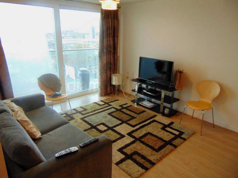 2 Bedrooms Apartment Flat for sale in Prince Regent Road, Hounslow, TW3
