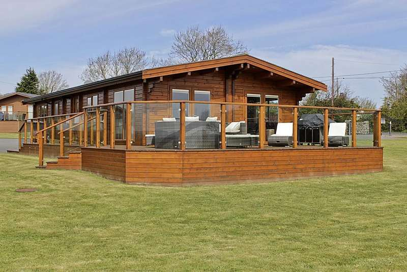3 Bedrooms Mobile Home for sale in Lon Llydan Park, Llanbedrgoch, North Wales