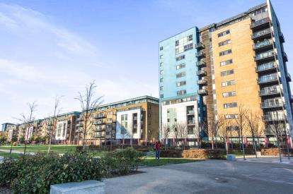 2 Bedrooms Flat for sale in Jones Point House, Prospect Place, Cardiff Bay, Cardiff