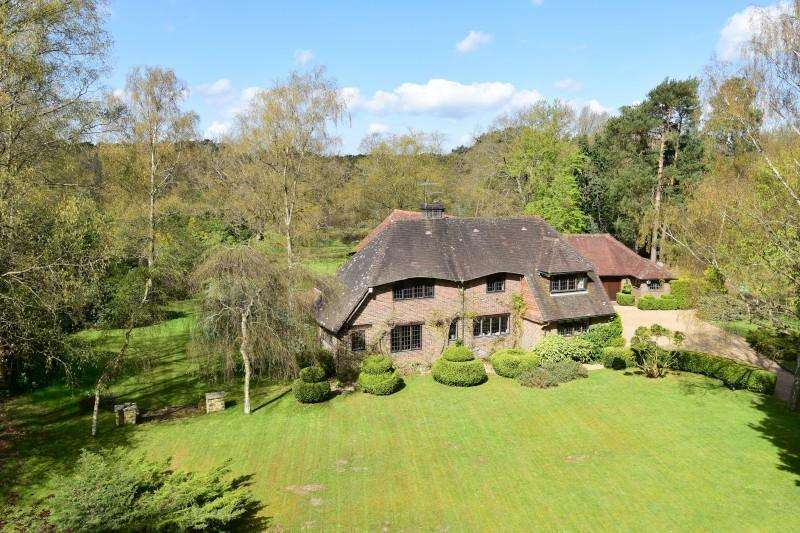 4 Bedrooms Detached House for sale in Thursley Road, Elstead, Godalming