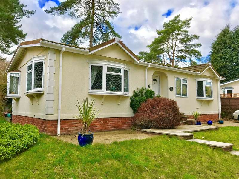2 Bedrooms Mobile Home for sale in California Country Park Homes, Nine Mile Ride, Finchampstead, Wokingham, RG40 4HT