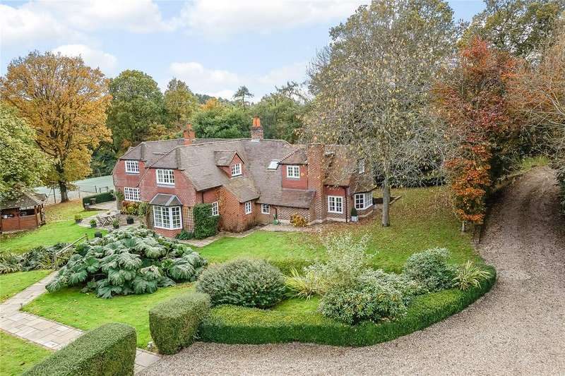 5 Bedrooms Detached House for sale in Fullers Road, Rowledge, Farnham, Surrey