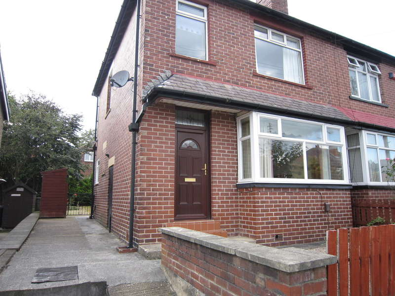 3 Bedrooms Semi Detached House for sale in Kirkstall Avenue, Kirkstall