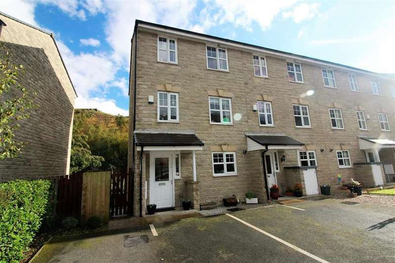 3 Bedrooms Town House for sale in Stonemere Avenue, Off Woodhouse Lane, Todmorden