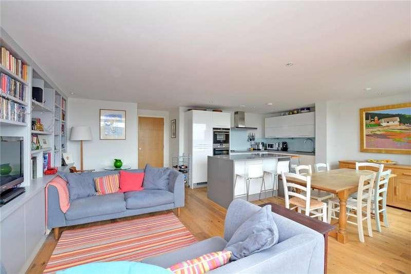 3 Bedrooms Flat for sale in Seren Park Gardens, Blackheath, London, SE3