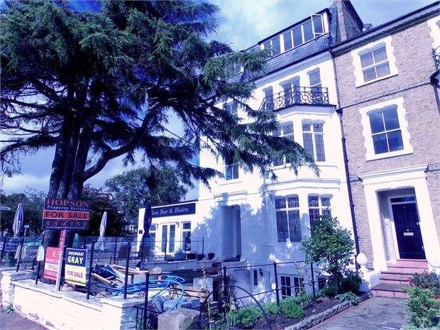 2 Bedrooms Apartment Flat for sale in Clifftown Parade, Southend on sea, SS1 1DP