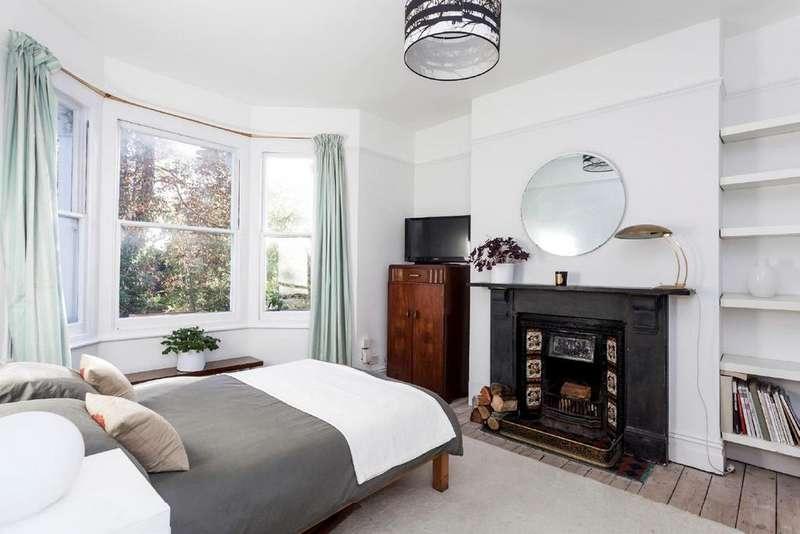 2 Bedrooms Flat for sale in Cubitt Terrace, Clapham, SW4