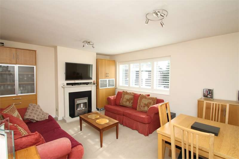 2 Bedrooms Flat for sale in Beverley Close, N21