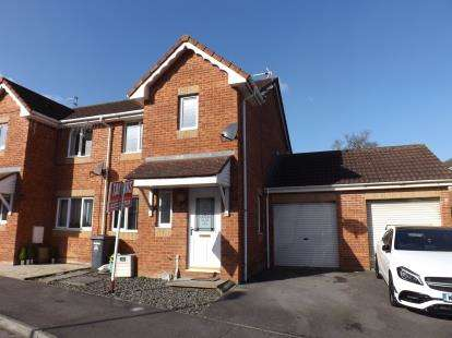 3 Bedrooms Semi Detached House for sale in Pinkers Mead, Emersons Green, Bristol