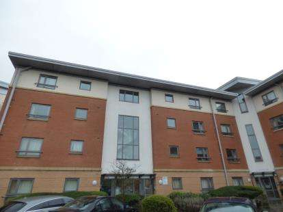 2 Bedrooms Flat for sale in West Cotton Close, Southbridge, Northampton, Northamptonshire