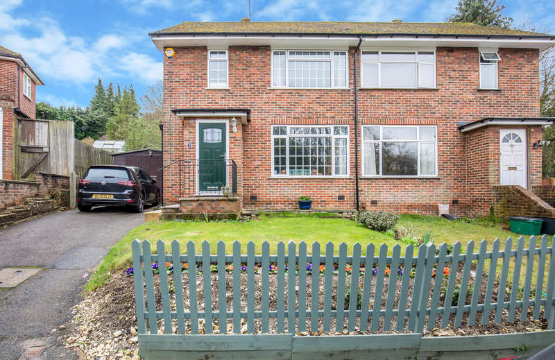 3 Bedrooms Semi Detached House for sale in Barn Crescent, Purley, CR8 1HX