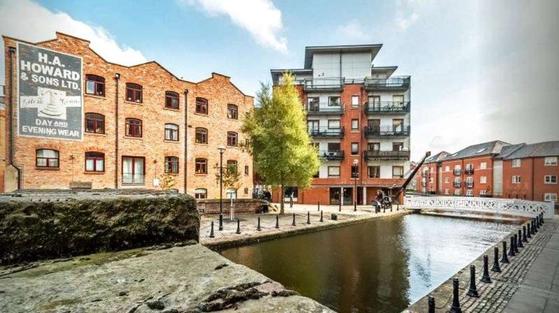 2 Bedrooms Flat for sale in Junction Works, Ducie Street, Manchester, Greater Manchester, M1