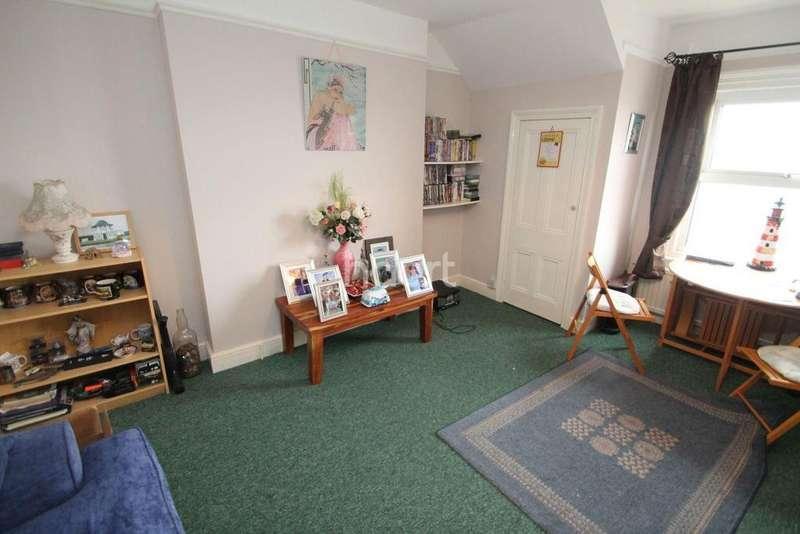 1 Bedroom Flat for sale in Gunton Cliff, Lowestoft