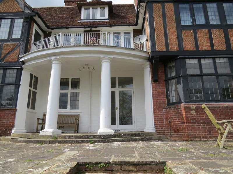 2 Bedrooms Apartment Flat for sale in Tweenfields, Highfield Park, Marlow