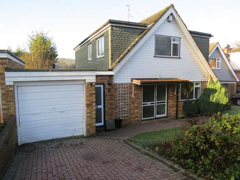 4 Bedrooms Detached House for sale in Andrews Way, Marlow Bottom