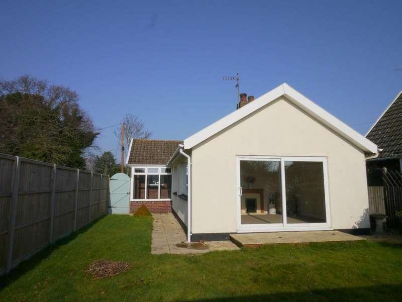 2 Bedrooms Detached Bungalow for sale in Meadow Road, Oulton, Lowestoft