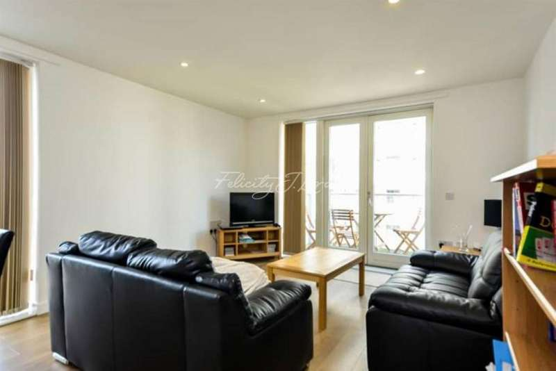 3 Bedrooms Flat for sale in Equinox Square, Canary Wharf, E14