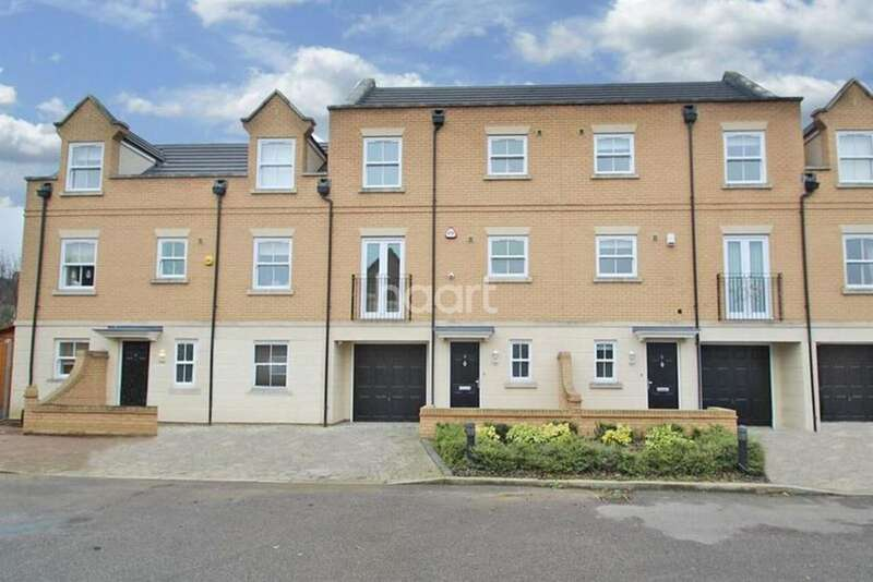 3 Bedrooms Terraced House for sale in Wood View Mews, Romford