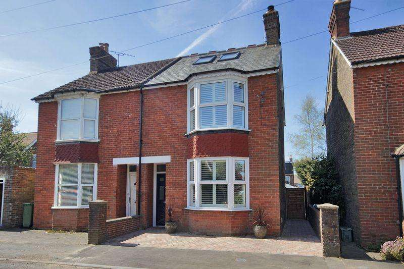 3 Bedrooms Semi Detached House for sale in Shelley Road, Horsham