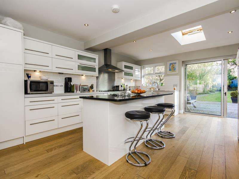 5 Bedrooms Semi Detached House for sale in Ringwood Estate, N2