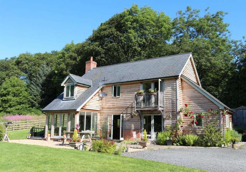 3 Bedrooms Detached House for sale in Trefeglwys, Caersws, Powys