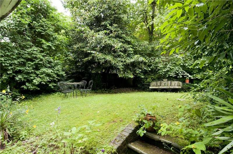 3 Bedrooms Flat for sale in Adamson Road, Swiss Cottage, London, NW3