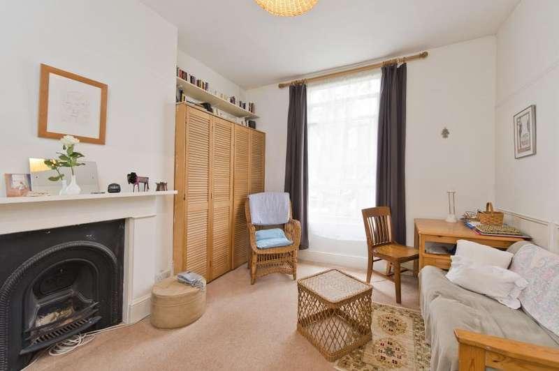 Flat for sale in Bolingbroke Road, Brook Green W14