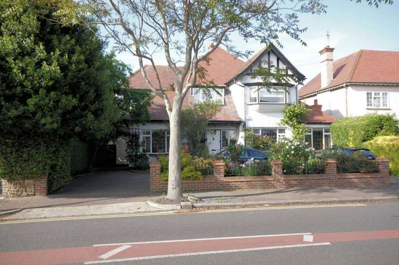 4 Bedrooms Detached House for sale in Burges Road, THORPE BAY